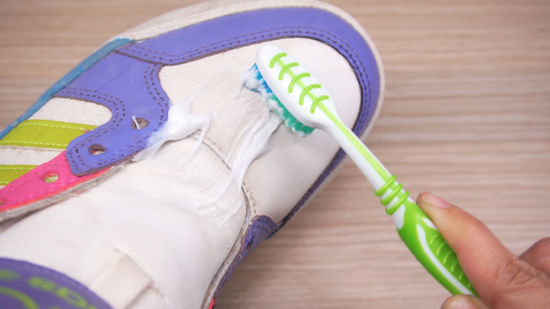 13 Surprising And Useful Toothpaste Hacks