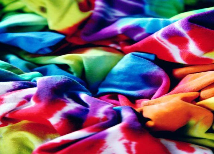Creative Ideas To Tie-Dye Shirts With Kids