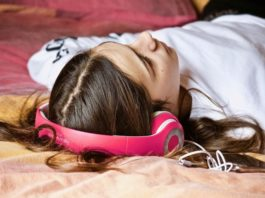 Effects Of Sleeping With Headphones Or Earbuds