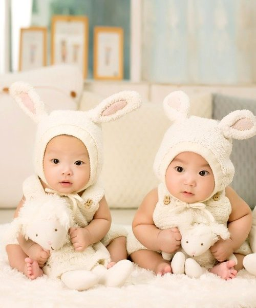 Should Your Newborn Twins Sleep Together?