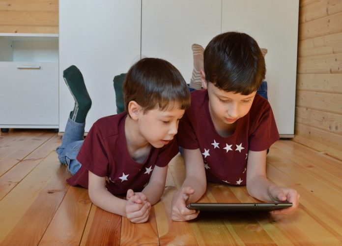 How To Handle Kids Screen Time During Lockdown