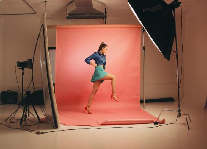 Best Photography Poses For Girls To Take Great Pictures